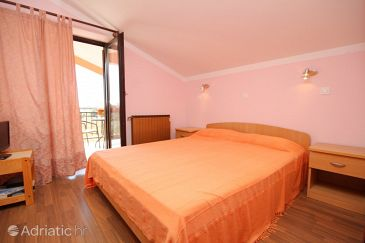 Room S-6951-a - Apartments and Rooms Novigrad (Novigrad) - 6951