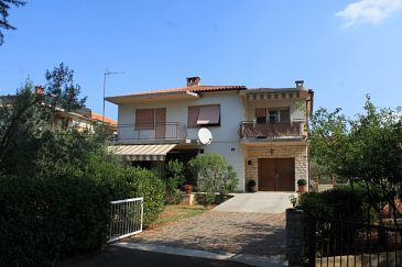 Umag, Umag, Property 6992 - Apartments with sandy beach.