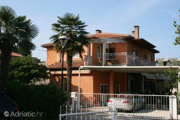 Property Umag (Umag) - Accommodation 6999 - Apartments with sandy beach.