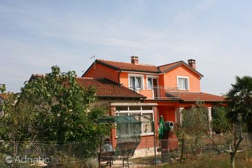 Property Rožac (Umag) - Accommodation 7018 - Apartments with rocky beach.