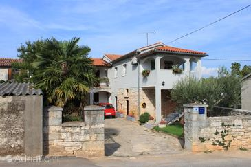 Property Tar (Poreč) - Accommodation 7026 - Apartments with pebble beach.