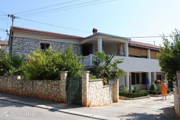 Property Vabriga (Poreč) - Accommodation 7051 - Apartments with pebble beach.