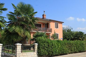 Property Umag (Umag) - Accommodation 7062 - Apartments with sandy beach.