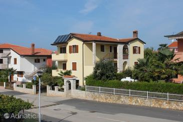Property Novigrad (Novigrad) - Accommodation 7108 - Apartments with pebble beach.