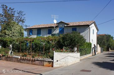 Property Zambratija (Umag) - Accommodation 7141 - Apartments with pebble beach.