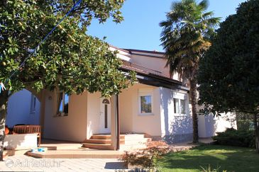 Property Umag (Umag) - Accommodation 7189 - Apartments near sea.