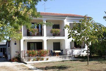 Obiekt Valbandon (Fažana) - Zakwaterowanie 7225 - Apartamenty ze żwirową plażą.