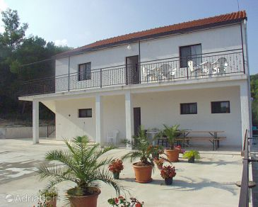 Property Sutivan (Brač) - Accommodation 747 - Apartments with pebble beach.