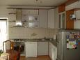 Kitchen - Apartment A-7482-b - Apartments Mali Rat (Omiš) - 7482