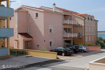 Povljana, Pag, Property 7505 - Apartments blizu mora with pebble beach.