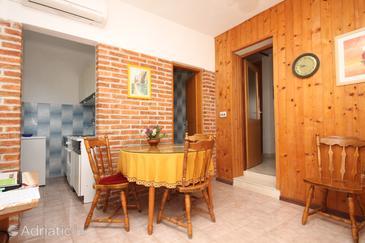 Bušinci, Dining room u smještaju tipa apartment, dostupna klima, dopusteni kucni ljubimci i WIFI.