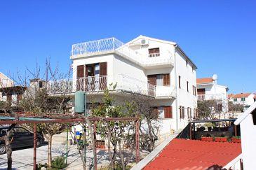 Obiekt Bušinci (Čiovo) - Zakwaterowanie 7573 - Apartamenty blisko morza ze żwirową plażą.