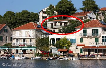 Property Stomorska (Šolta) - Accommodation 782 - Apartments near sea with pebble beach.