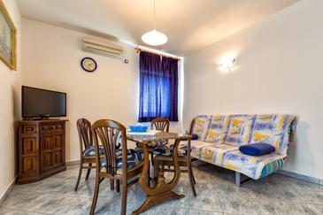 Mali Lošinj, Dining room u smještaju tipa apartment, dostupna klima i WIFI.