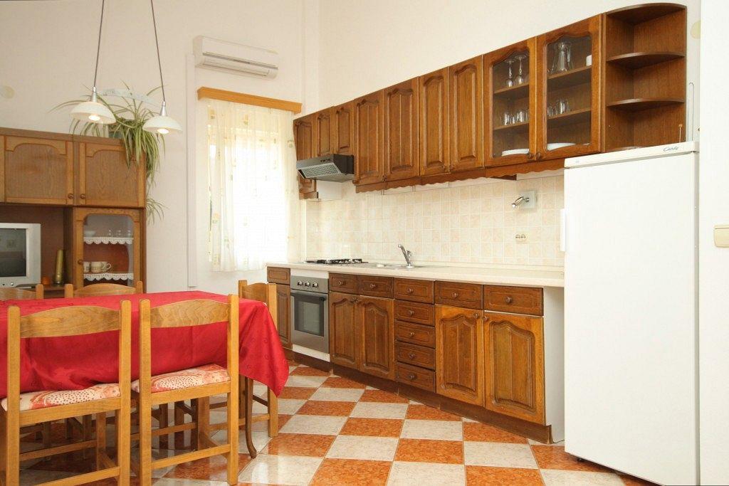 Apartmány s parkoviskom v meste Božava - 8100