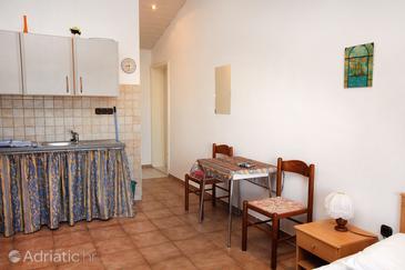 Tisno, Dining room u smještaju tipa studio-apartment, WIFI.