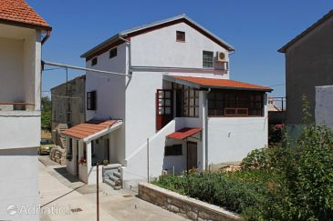 Property Preko (Ugljan) - Accommodation 8179 - Apartments with pebble beach.