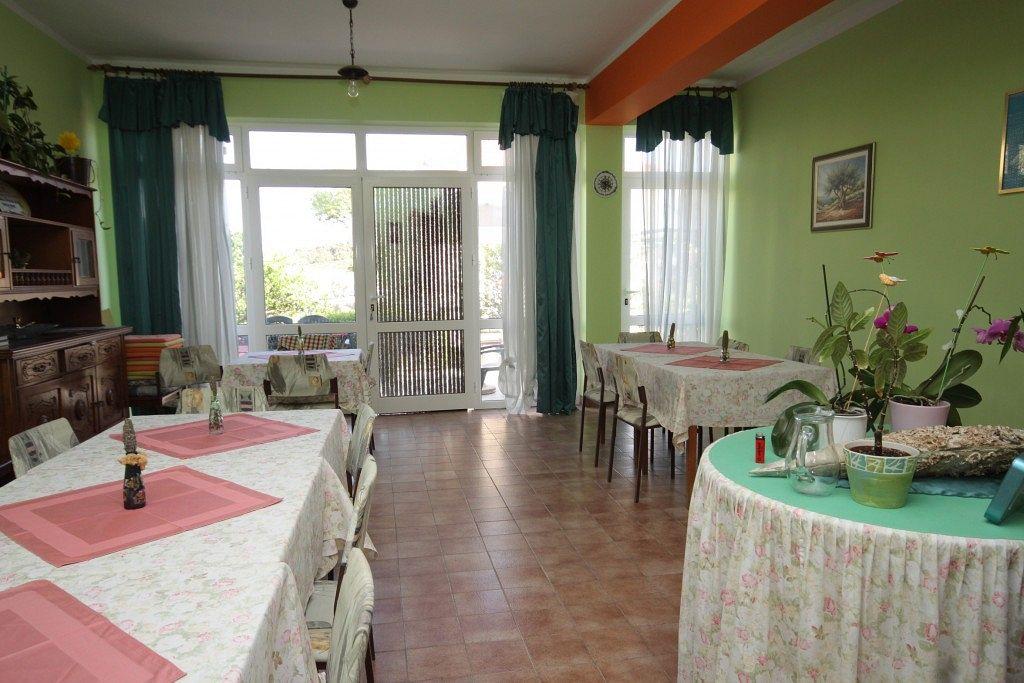 Ubytovanie s parkoviskom v meste Pašman - 8223