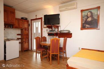 Preko, Dining room u smještaju tipa studio-apartment, WIFI.