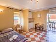 Ugljan, Dining room 4 u smještaju tipa house, dostupna klima i WIFI.