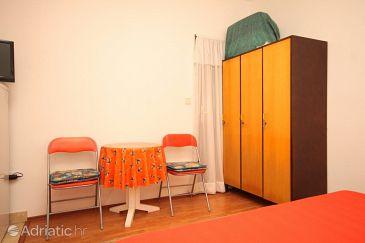 Sušica, Dining room u smještaju tipa studio-apartment.