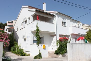 Preko, Ugljan, Property 8267 - Apartments with pebble beach.