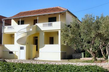 Property Tkon (Pašman) - Accommodation 8414 - Apartments near sea.