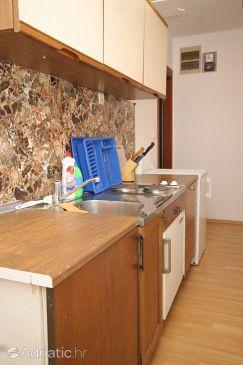 Poljana, Kitchen u smještaju tipa apartment.