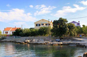 Obiekt Ugljan (Ugljan) - Zakwaterowanie 846 - Apartamenty blisko morza ze żwirową plażą.