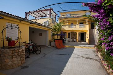 Poljana, Ugljan, Property 8523 - Apartments blizu mora.