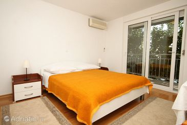 Room S-8635-a - Apartments and Rooms Podstrana (Split) - 8635