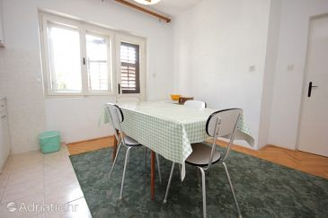 Apartment A-8676-a - Apartments Suhi Potok (Omiš) - 8676