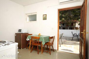 Ivan Dolac, Dining room u smještaju tipa apartment, dostupna klima.