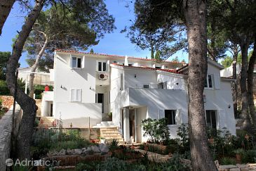 Property Jelsa (Hvar) - Accommodation 8720 - Apartments near sea.