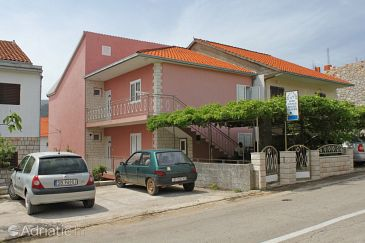 Stari Grad, Hvar, Property 8726 - Apartments with pebble beach.