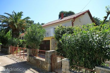 Property Jelsa (Hvar) - Accommodation 8747 - Apartments near sea.