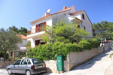 Property Vrboska (Hvar) - Accommodation 8748 - Apartments near sea with rocky beach.
