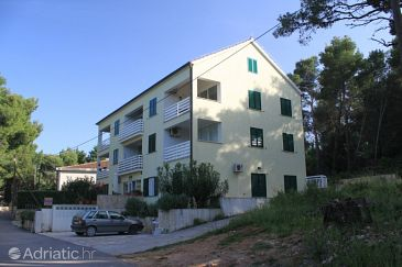 Property Jelsa (Hvar) - Accommodation 8751 - Apartments near sea.