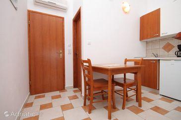 Milna, Dining room u smještaju tipa studio-apartment, dostupna klima i WIFI.