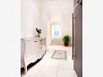 Hallway 2 - House K-8922 - Vacation Rentals Vis (Vis) - 8922