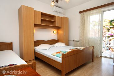 Room S-9128-b - Apartments and Rooms Makarska (Makarska) - 9128
