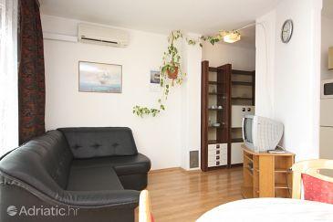 Primošten, Living room u smještaju tipa apartment, dostupna klima i WIFI.