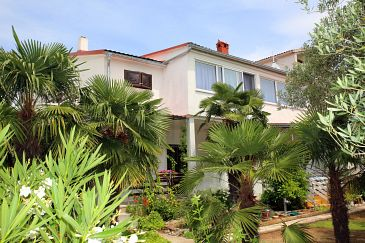 Property Vodice (Vodice) - Accommodation 928 - Apartments near sea with pebble beach.