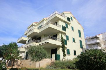 Property Novalja (Pag) - Accommodation 9343 - Apartments with pebble beach.