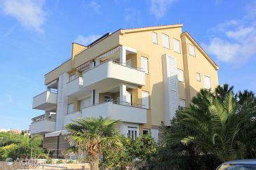 Property Novalja (Pag) - Accommodation 9370 - Apartments with pebble beach.