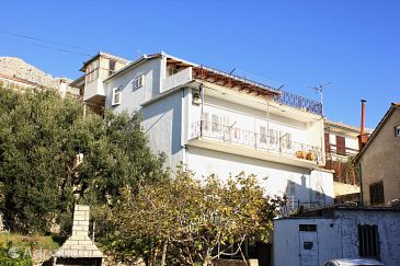 Property Sumpetar (Omiš) - Accommodation 9435 - Apartments near sea with pebble beach.
