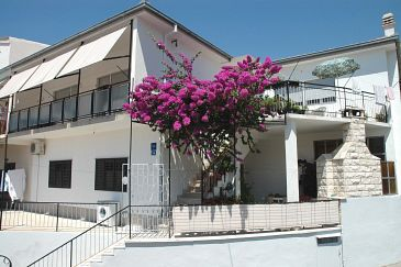 Property Sumpetar (Omiš) - Accommodation 948 - Apartments with pebble beach.