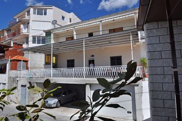 Property Sumpetar (Omiš) - Accommodation 950 - Apartments with pebble beach.