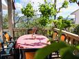 Slatine, Terrace u smještaju tipa apartment, s pogledom na more, dopusteni kucni ljubimci i WIFI.