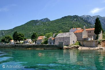 Duba Pelješka u rivijeri Pelješac (Južna Dalmacija)